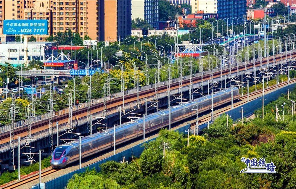 """""""五一""""高铁被逼停追踪:一块塑料布的""""杀伤力""""为何这么大?"""