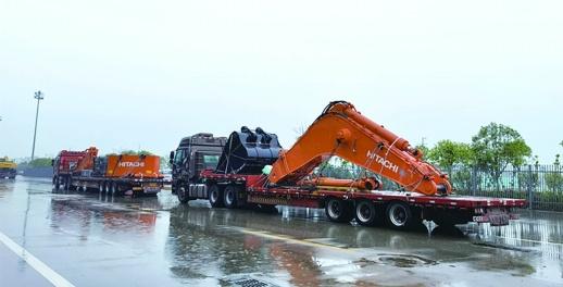 """120吨挖掘机""""漂洋过海""""抵长"""