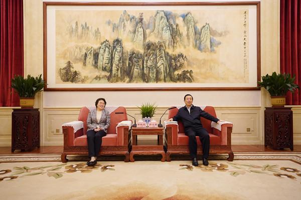 许达哲与全国妇联党组书记黄晓薇一行座谈