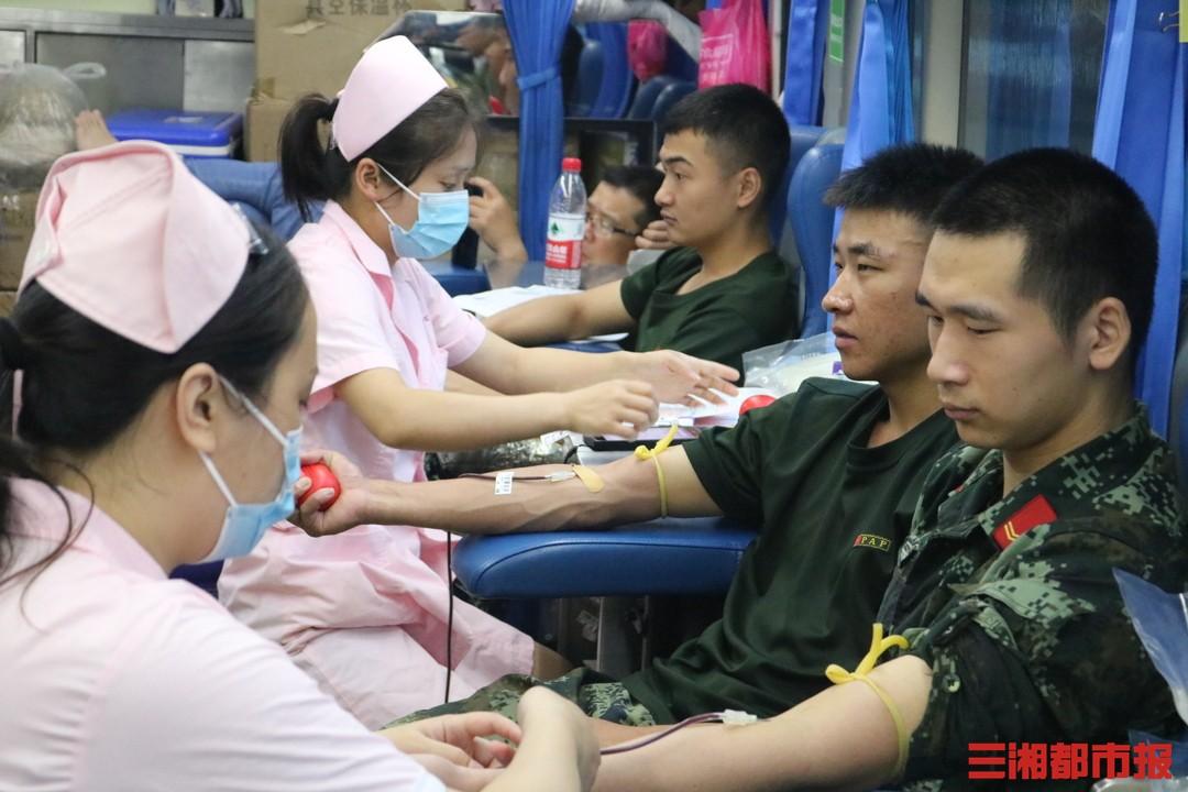 世界献血者日,武警官兵在行动