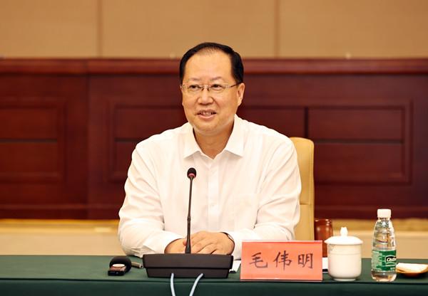 毛伟明在省公安厅调研:全力确保建党100周年政治安全社会稳定