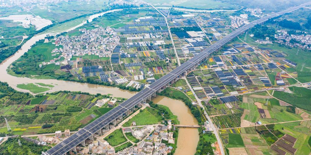 贵州都安高速公路建成通车