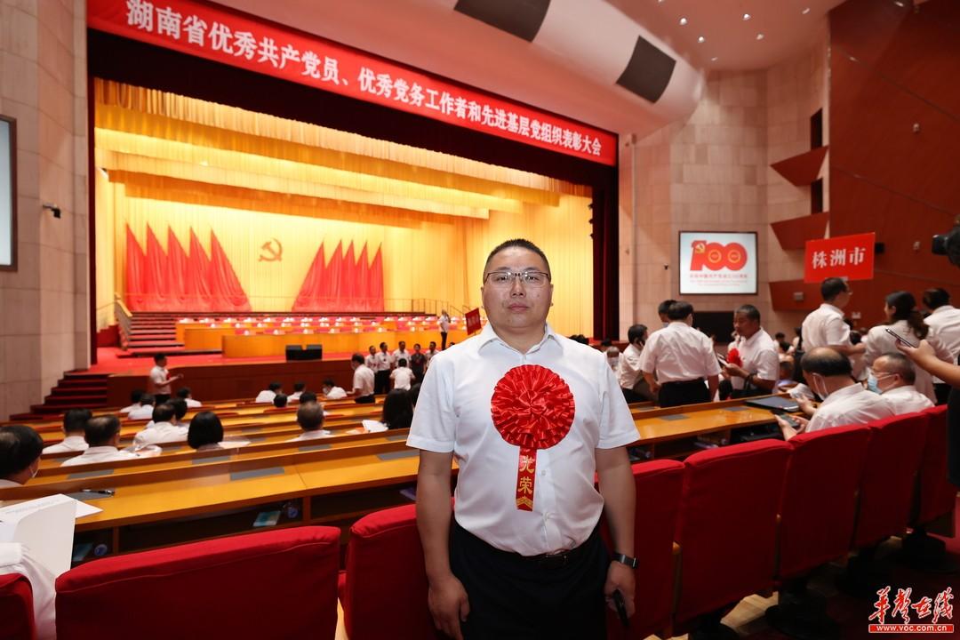 """担当作为 开拓创新 ——记""""湖南省优秀共产党员""""谢海斌"""