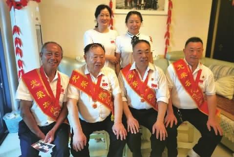 """长沙四兄弟齐获""""光荣在党50年""""纪念章"""
