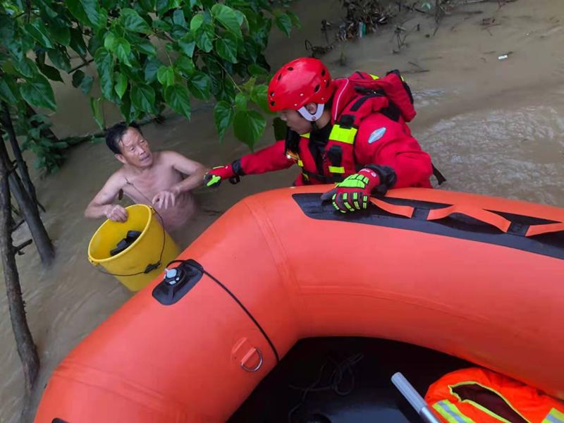 """""""我们来了,就不会有危险"""",湖南暴雨洪水中的暖心""""橙"""""""