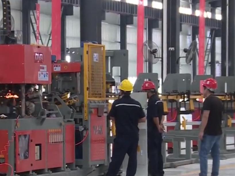 张家界:装配式建筑智能工厂投产