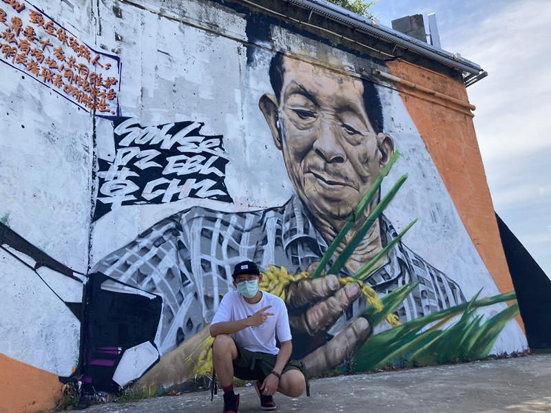 长沙湘江大堤现巨幅涂鸦袁隆平画像,95后伢子用年轻人的方式表达爱