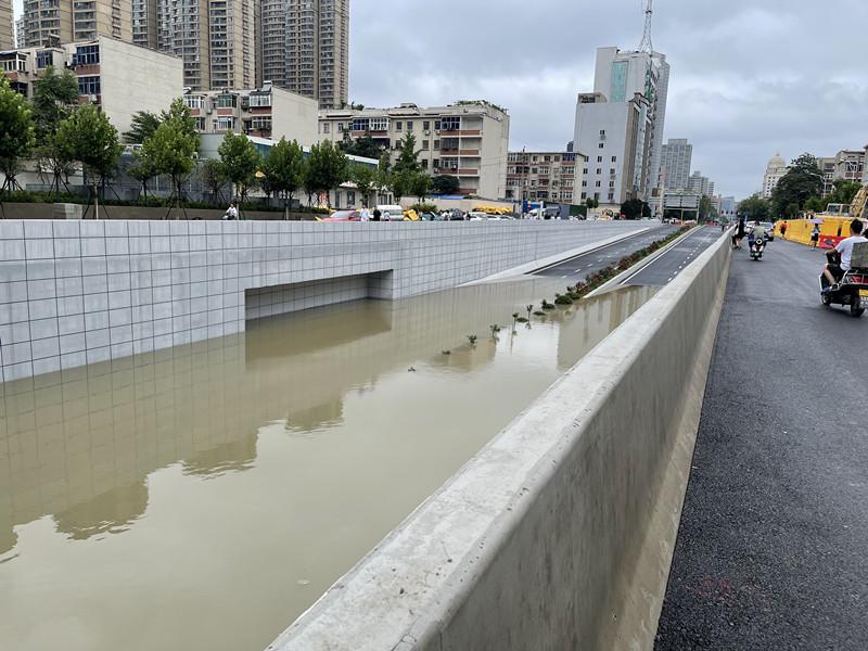 郑州暴雨:多位亲历者讲述惊慌与温暖点滴