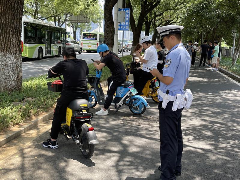 """全国率先!在长沙骑共享电动车不戴头盔将列入""""黑名单"""""""