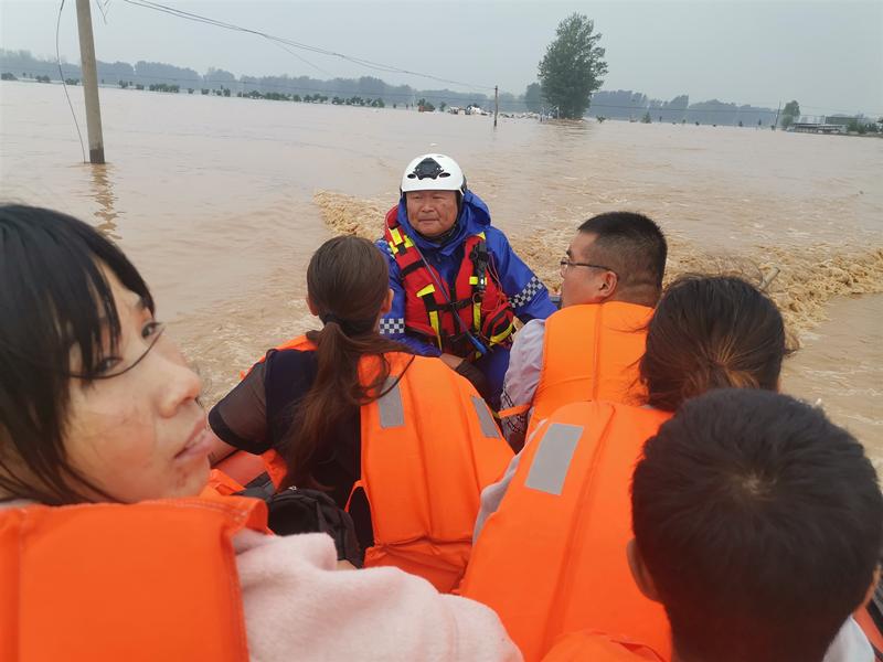湖南省红十字蓝天救援队5支队伍连夜抵达河南开展救援