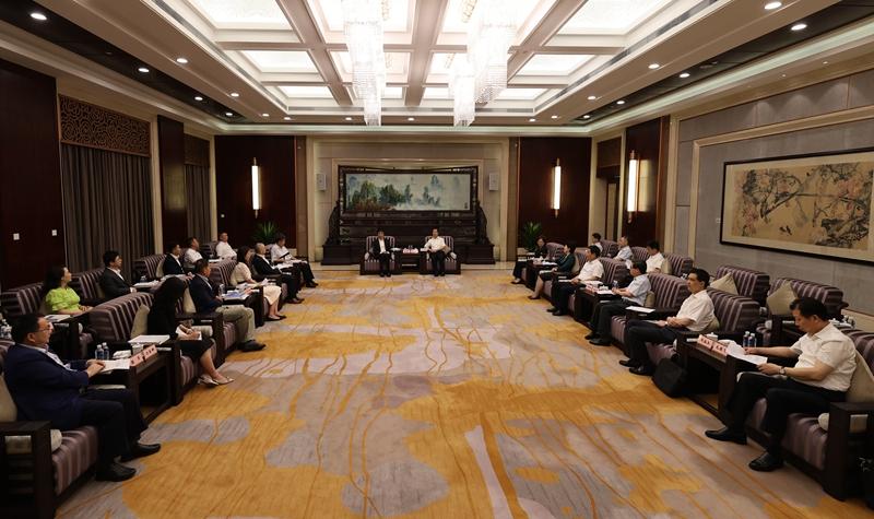 许达哲与深圳知名民营企业家代表考察团一行座谈