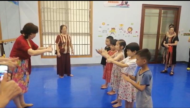 """自编防溺水手势舞,长沙这群娭毑火""""出圈"""""""