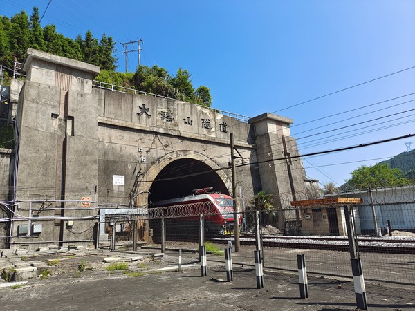 发现最美铁路·揭秘百年粤汉铁路|把青春留在京广铁路大瑶山隧道