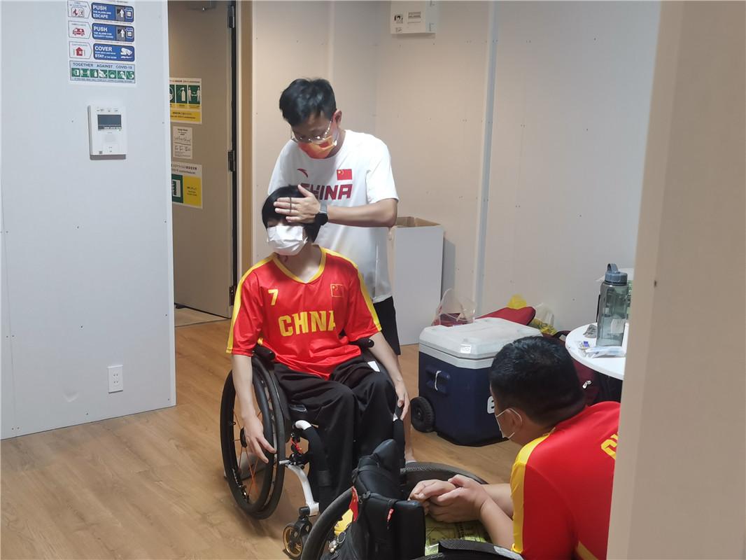 守护!在东京残奥会为运动员做康复的是他