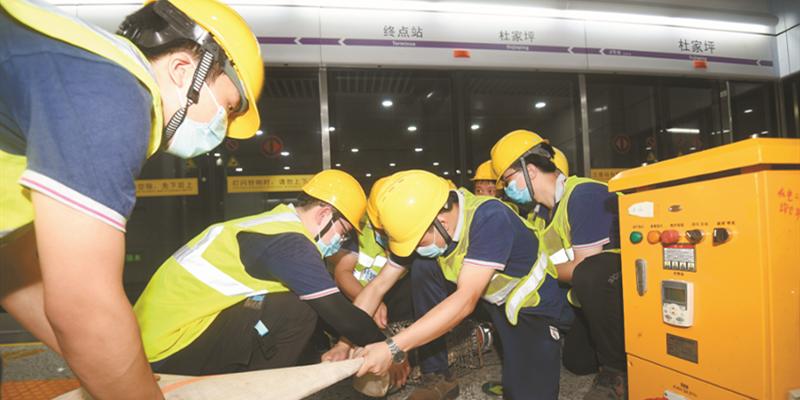 长沙举行地铁突发事件联合救援演练