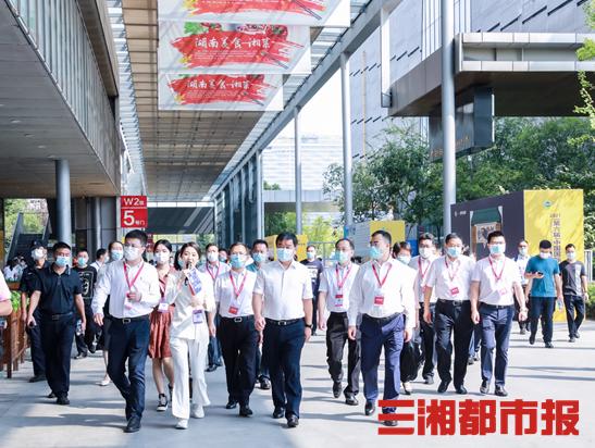 何报翔副省长一行视察2021(第六届)中国国际食品餐饮博览会
