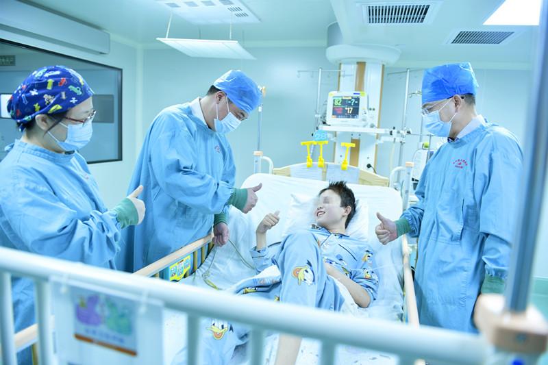 """13岁男孩患尿毒症,""""第3个肾""""助他重获新生"""