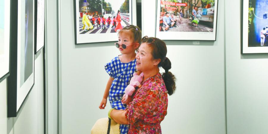 长沙市第三届摄影艺术作品展开幕