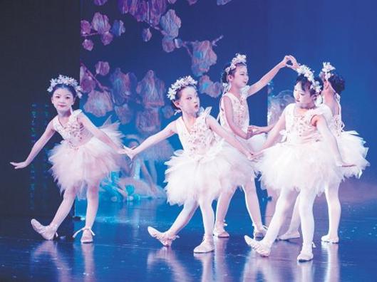 小艺术家登上大舞台