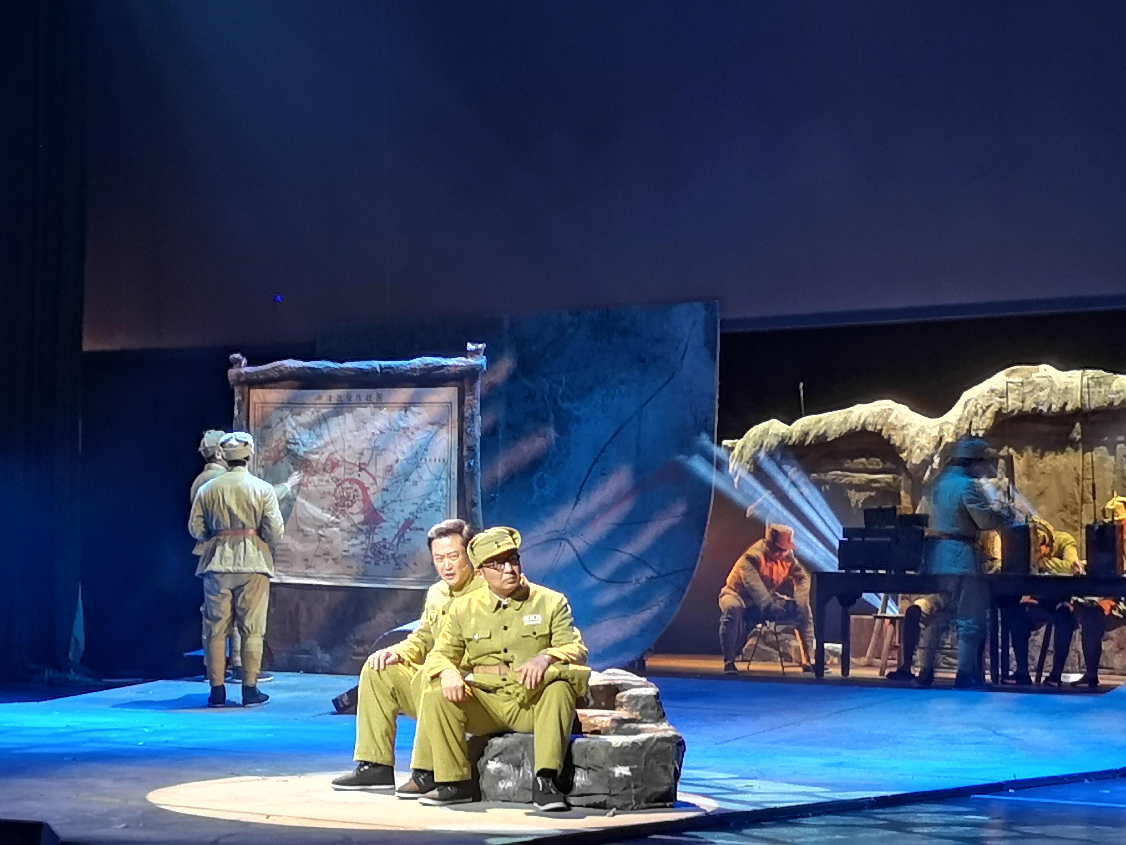 剧中,耿飚在新保安战役中运筹帷幄。杨玉菡 摄