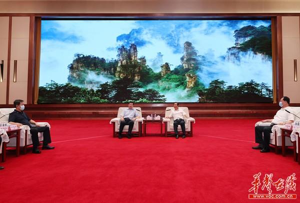 许达哲毛伟明与庄荣文等出席首届北斗规模应用国际峰会嘉宾座谈