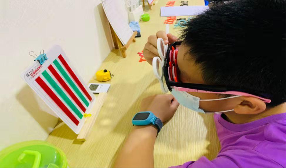 """儿童青少年用眼报告发布:孩子在家用眼习惯比在学校差,家长要当好""""守门人"""""""