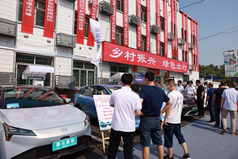 湖南首家乡镇新能源汽车4s店开业,今年国网湖南将在农村新建直流充电桩2000个