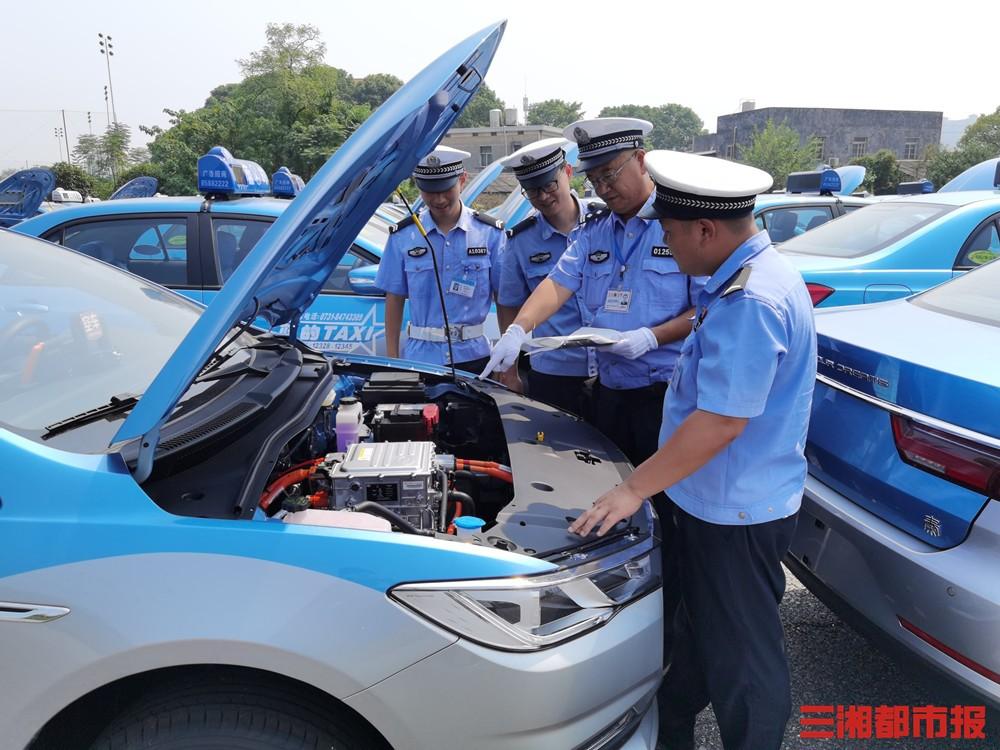长沙交警将小微型非营运载客汽车注册登记的时间缩短到1小时内