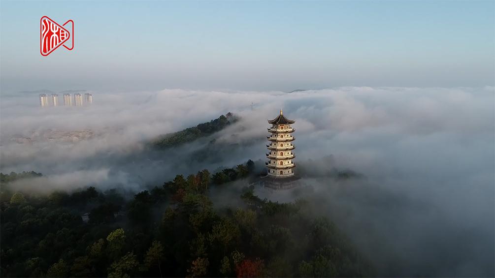 双峰的云海景观,如梦如幻