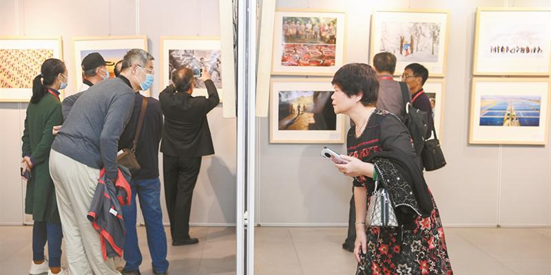 第九届湖南省老摄影家作品展开展
