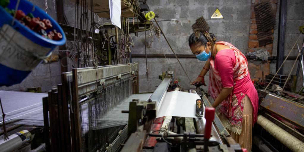 走进尼泊尔的披肩工厂