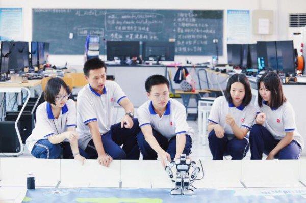 盲人机器人、养老院配餐分取机器人……长沙这群高中生自制机器人屡获大奖