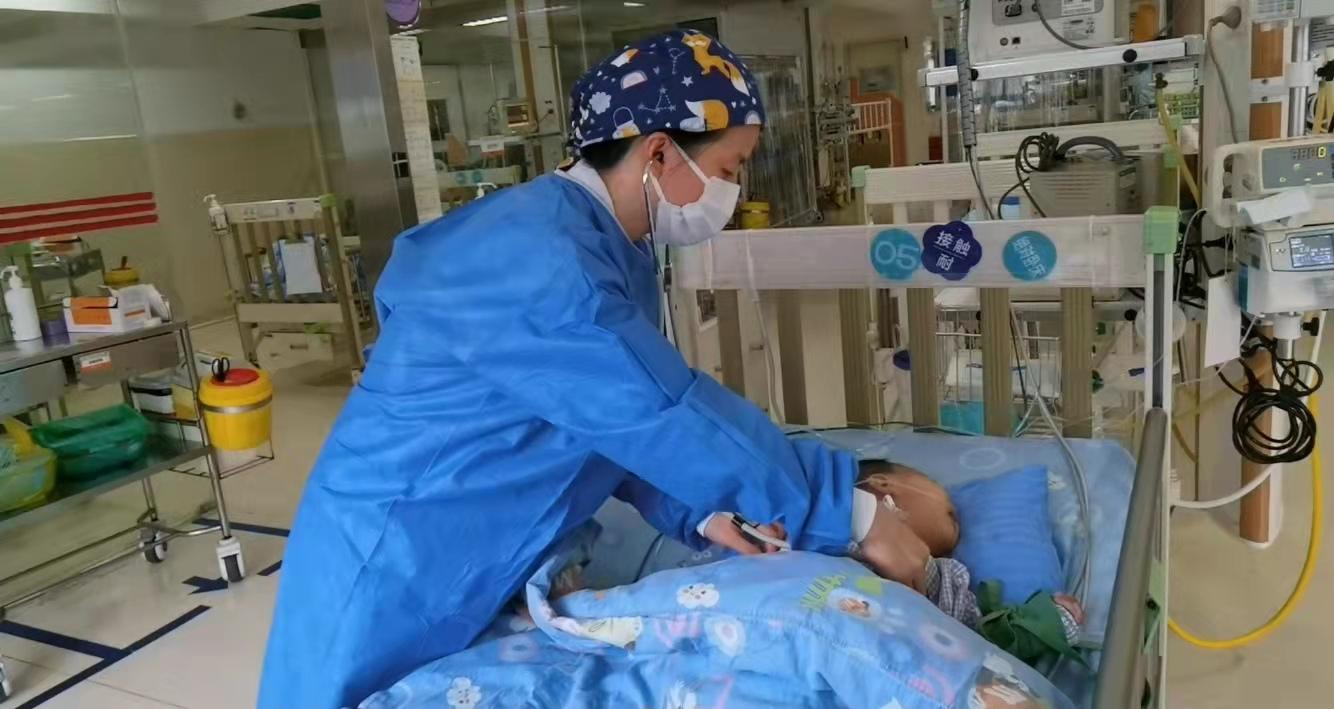 8个月宝宝进ICU,只因家长帮他挤了个脓包