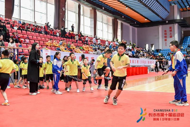 """长沙市十运会少年组跳绳比赛举行,智能跳绳助力健儿""""绳""""彩飞扬"""