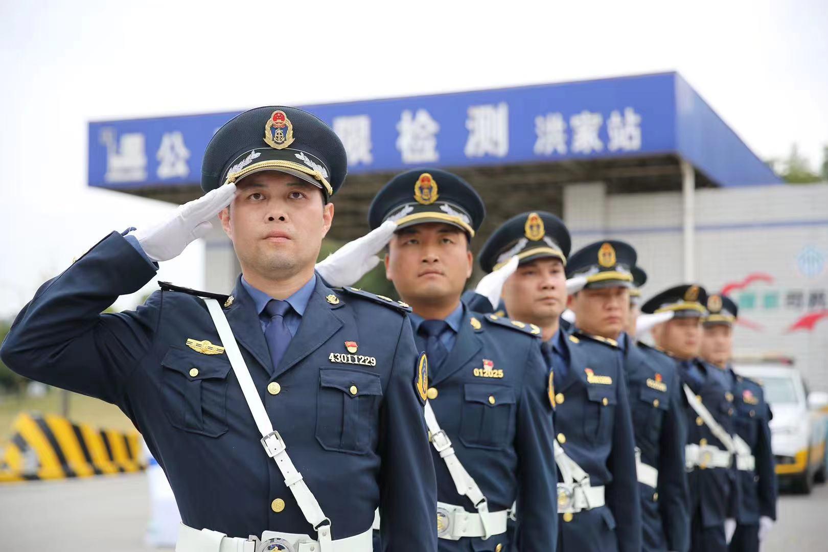 雷锋式交通执法队伍长啥样?来看看100多名交通人如何大练兵!