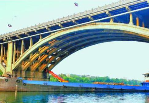 湘潭一大桥启动抛石护基工程