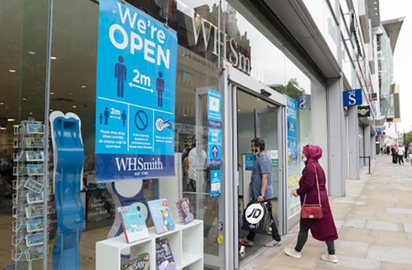 英国宣布将在英格兰实施商店内强制佩戴口罩措