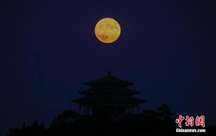 """一百年内仅六次,""""十五的月亮""""为啥""""十四圆"""