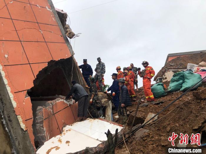 云南镇康山体滑坡现场搜救到2名失联者 已遇难
