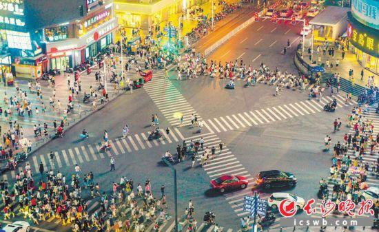 """长沙凭什么成为""""最受喜爱的青年理想城""""?请看他们的回答"""